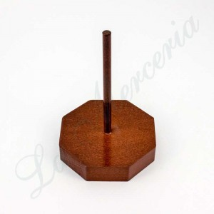 Dark wooden base for threads