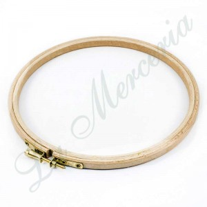 Round wooden frame with screw