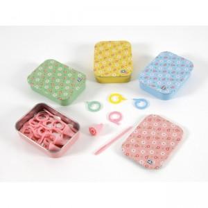 """Caja metálica con accesorios para tejer - """"DMC"""""""